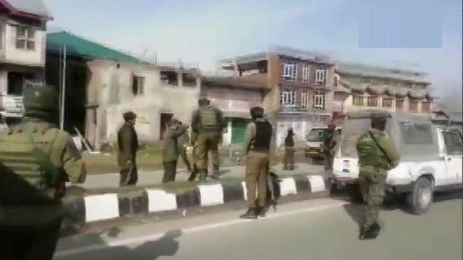 Jammu-Kashmir: Three CRPF men critically injured in Lawaypora militant attack- India TV Hindi