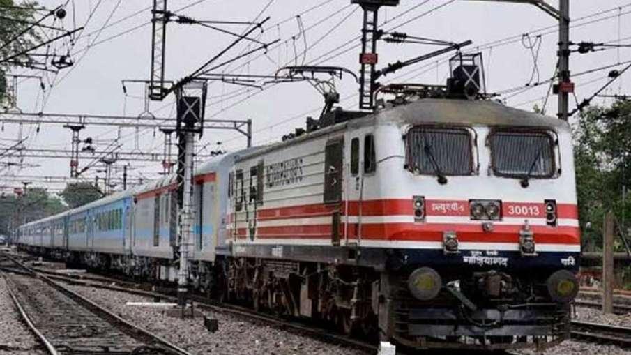 Delhi-Tanakpur-Delhi Purnagiri Jan Shatabdi Express suddenly started running backwards- India TV Hindi