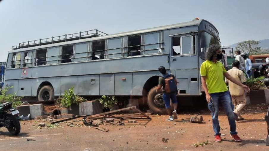 हादसे का शिकार हुई एयरफोर्स की बस, 24 लोग थे सवार- India TV Hindi