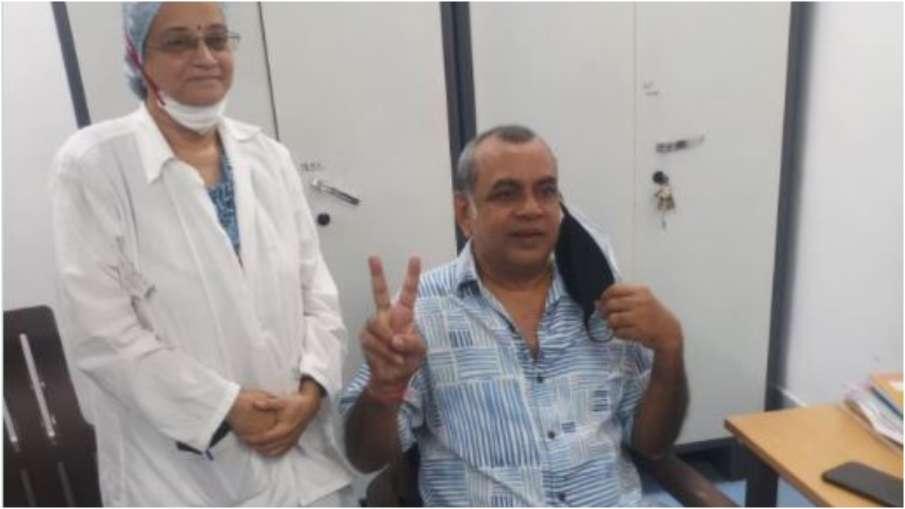 Paresh Rawal takes first dose of Corona vaccine, thanks PM Modi with Victory Sign | परेश रावल ने लिय- India TV Hindi