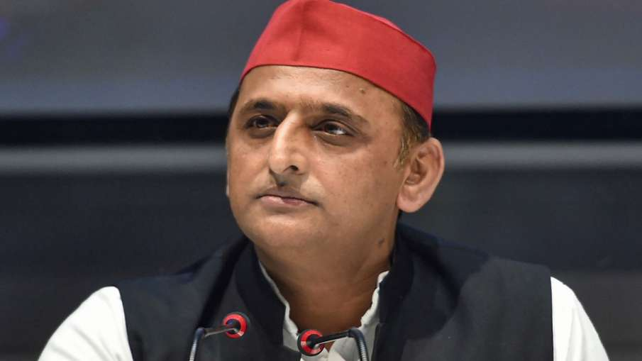 देश में अंग्रेजों की तरह 'कंपनी शासन' थोपना चाहती है BJP: अखिलेश यादव- India TV Hindi