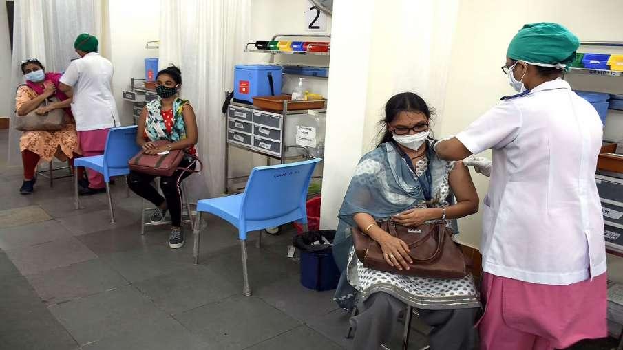 पुणे में कोरोना के 6,432 नए मामले आए,  महाराष्ट्र में कोरोना हो रहा बेकाबू - India TV Hindi