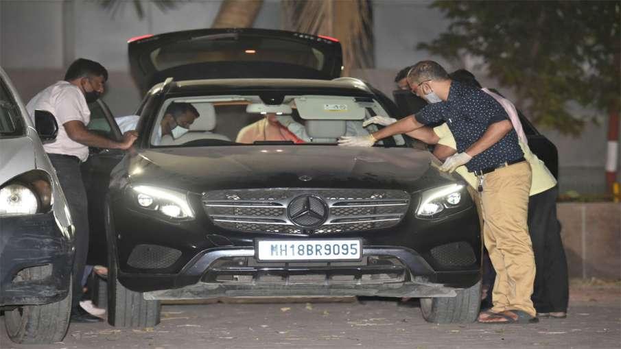 Mumbai: NIA officers investigate Sachin Vaze's Mercedes...- India TV Hindi