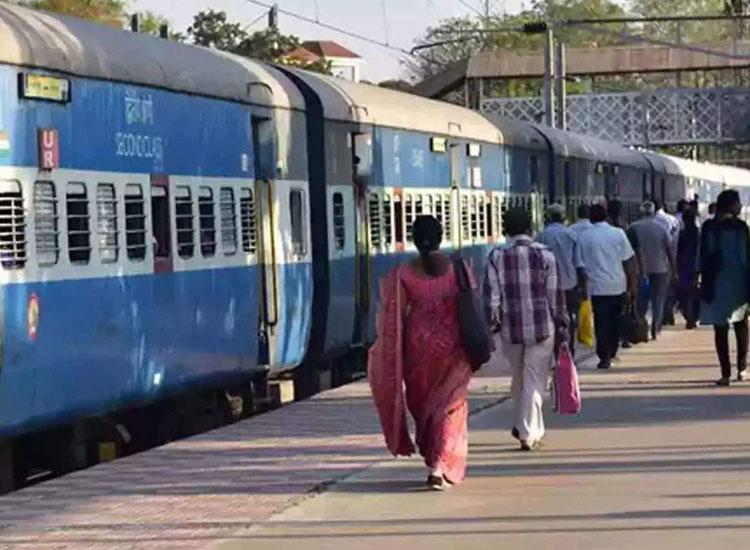 रेल सेवाओं पर पड़ा...- India TV Hindi