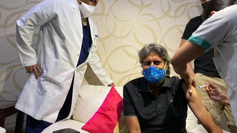 Kapil Dev takes the first dose of Covid-19 vaccine after Ravi Shastri- India TV Hindi