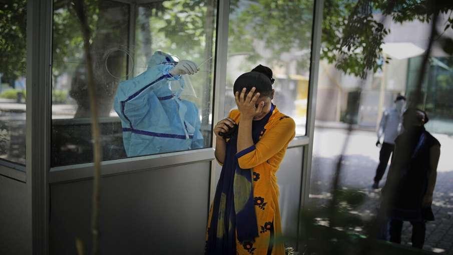 कोरोना के 'बारूद' पर बैठा महाराष्ट्र, करीब 50 हजार नए केस मिले- India TV Hindi