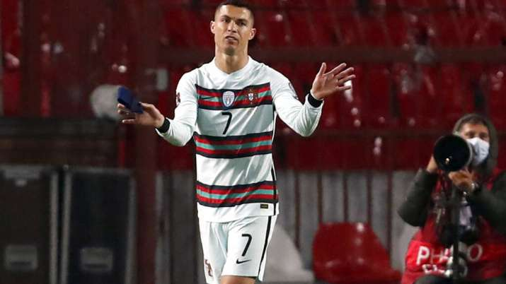 Cristiano Ronaldo armband auctioned for 55 lakh rupees, to be used to help Serbian child - India TV Hindi