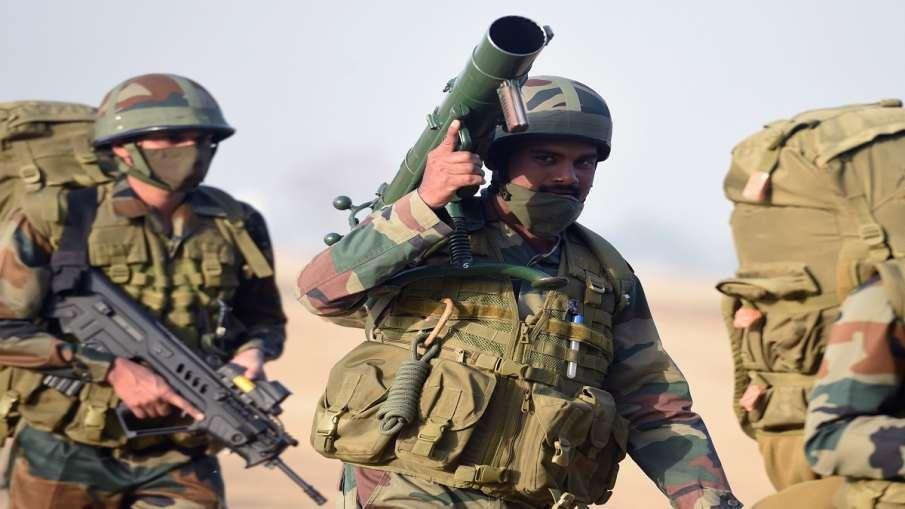 Indian Army kills 3 terrorist in Shopian Kashmir कश्मीर: शोपियां में सुरक्षाबलों के साथ मुठभेड़ में - India TV Hindi