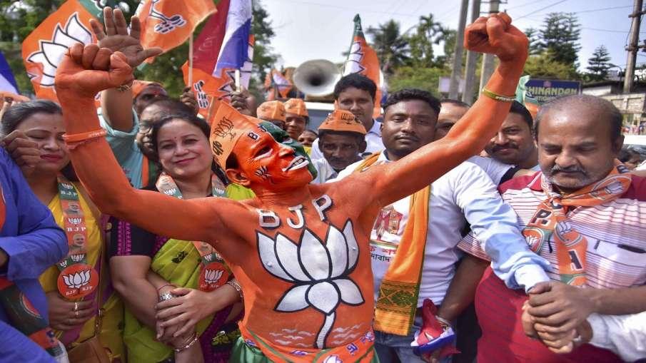 Mulayam Singh Yadav niece Sandya yadav given ticket by BJP in Zila Panchayat Election मुलायम कुनबे क- India TV Hindi
