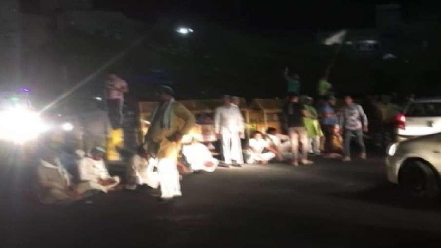 राकेश टिकैत पर हमले के बाद आक्रोशित किसानों ने चिल्ला बॉर्डर किया जाम, मान-मनौव्वल के बाद हटे- India TV Hindi