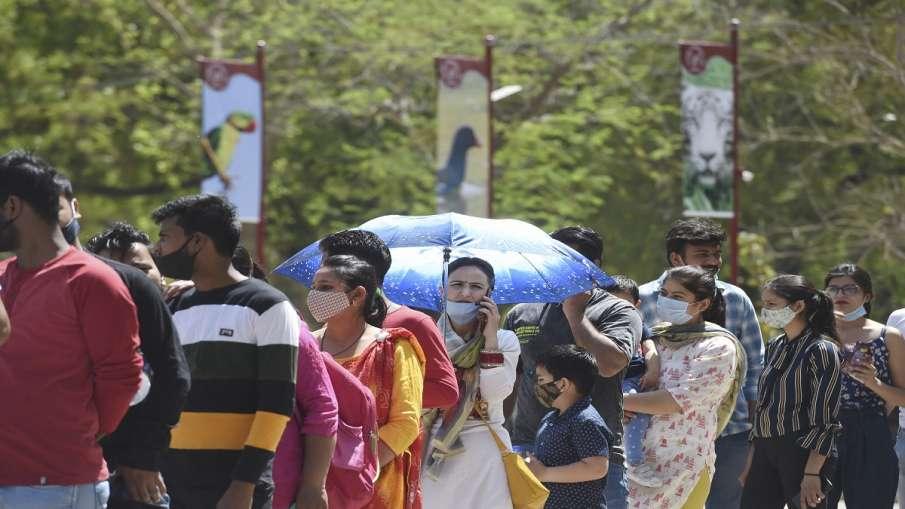 कहर बरपा रही है कोरोना की दूसरी लहर, एक दिन में 1,26,789 नए मामले, 685 मरीजों की मौत- India TV Hindi