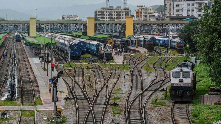 कोरोना की दूसरी लहर में क्या बंद होगी रेल सेवा? रेल बोर्ड चेयरमैन ने दिया बड़ा बयान- India TV Hindi