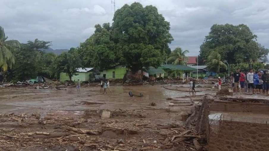 इंडोनेशिया में भूस्खलन, बाढ़ की घटनाओं में मृतकों की संख्या बढ़ कर 140 हुई, दर्जनों लापता - India TV Hindi