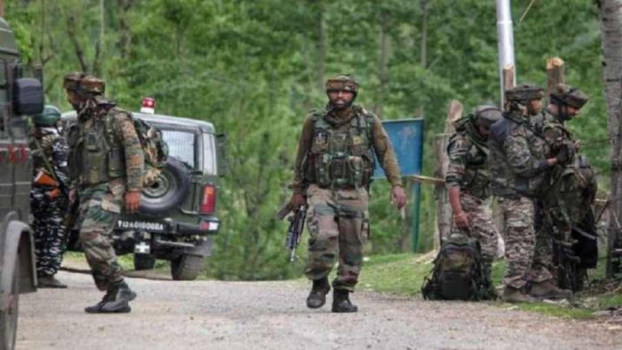 जम्मू-कश्मीर: पुलवामा के काकापोरा में एनकाउंटर, दो आतंकियों के छिपे होने की सूचना- India TV Hindi