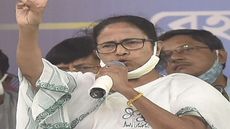 चुनाव आयोग के नोटिस के जवाब में ममता का विवादित बयान, पीएम मोदी के बारे में कही यह बात- India TV Hindi