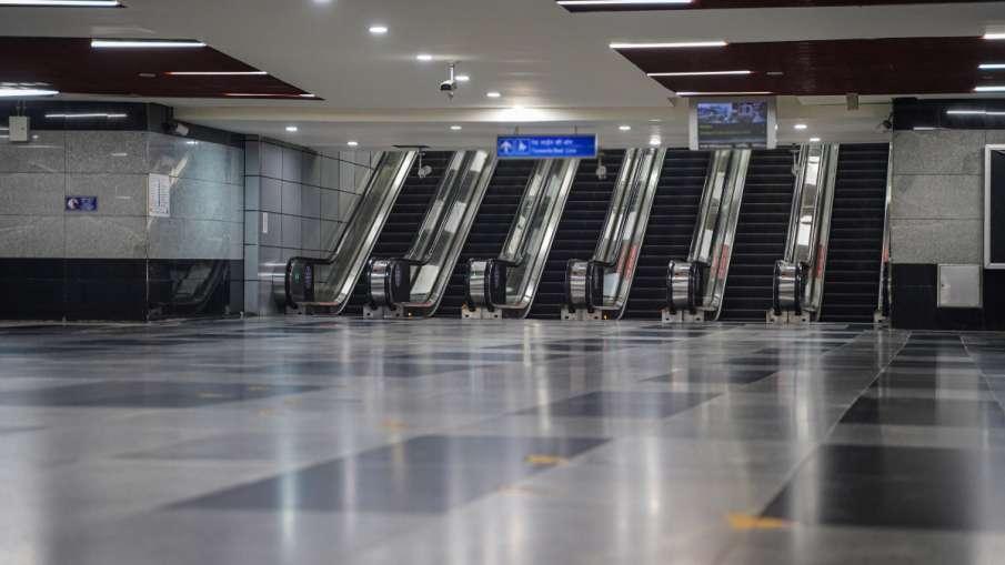 कोरोना कर्फ्यू वाले दिनों में नहीं चलेगी नोएडा मेट्रो, यात्रियों की आवाजाही रोकने के लिए उठाया गया क- India TV Hindi