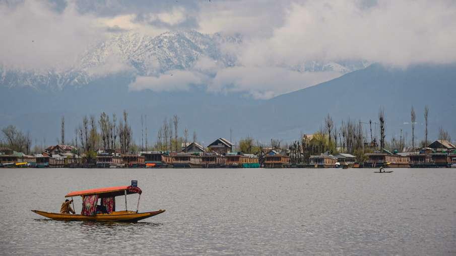 Dal Lake in Srinagar.- India TV Hindi