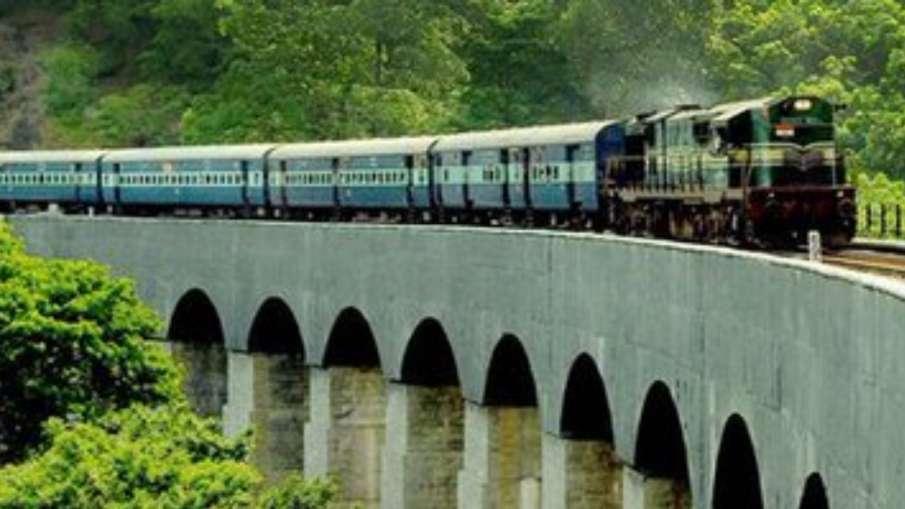 Indian Railways: कोरोना का कहर, 12 ट्रेनें की गईं रद्द, देखिए- पूरी लिस्ट- India TV Hindi