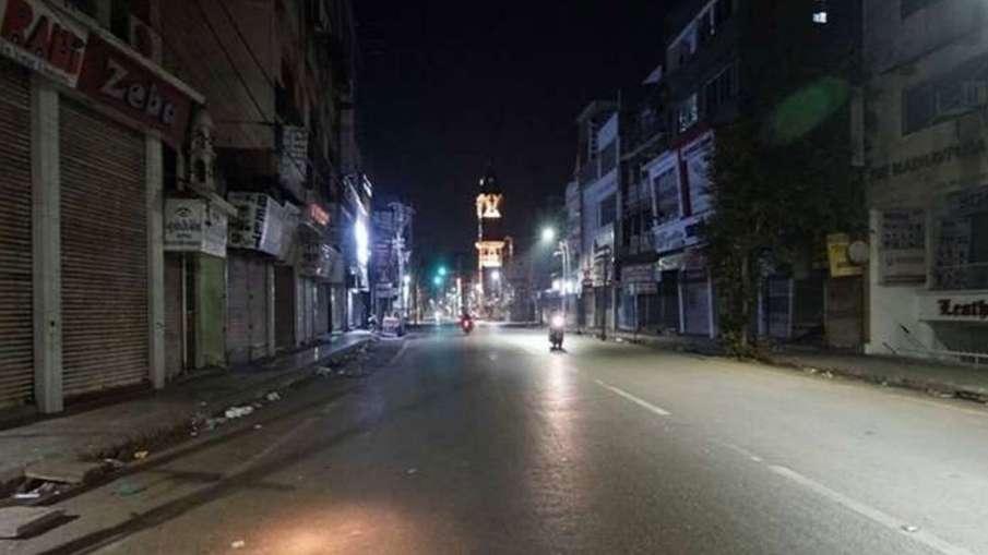 लखनऊ, वाराणसी, कानपुर,प्रयागराज में नाइट कर्फ़्यू , रात 9 बजे के बाद लागू हो जाएंगी पाबंदियां- India TV Hindi