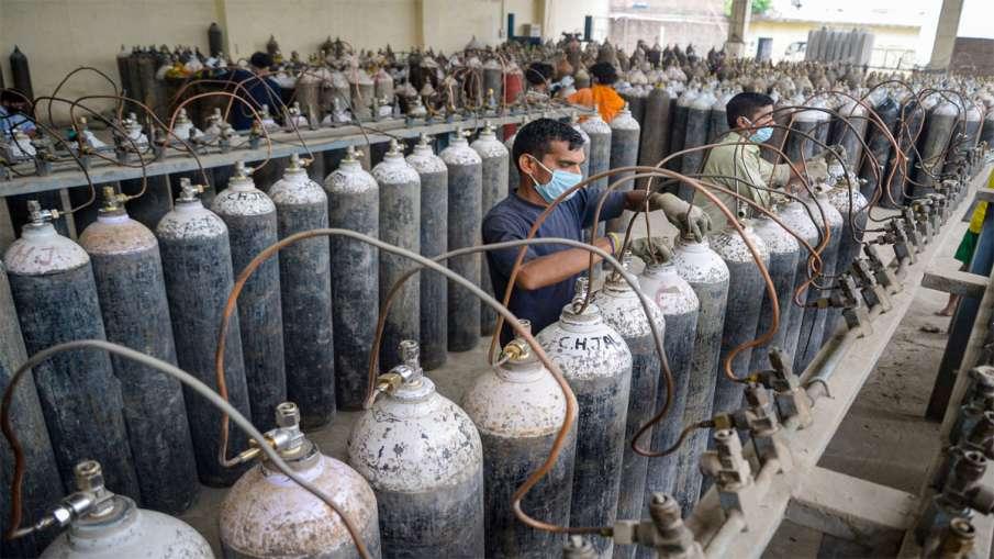 नोएडा के अस्पतालों में ऑक्सीजन आपूर्ति नहीं करने वाली तीन एजेंसियों को नोटिस जारी - India TV Hindi