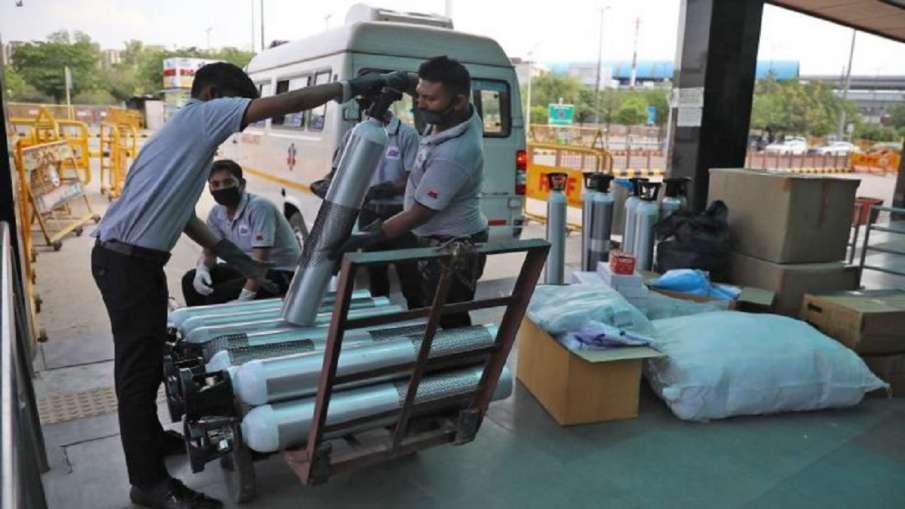 सरकार ने 9 विशेष मामलों को छोड़कर औद्योगिक कार्यों के लिये ऑक्सीजन की आपूर्ति पर पाबंदी लगाई गई- India TV Hindi