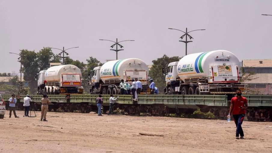 बोकारो से 30 हजार लीटर ऑक्सीजन लेकर लखनऊ पहुंची रेलवे की ऑक्सीजन एक्सप्रेस- India TV Hindi