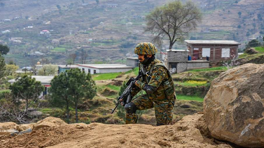 jammu kashmir pakistani drone arania bsf firing J&K: अरनिया में सीमा पर मंडाराए पाकिस्तानी ड्रोन, BS- India TV Hindi