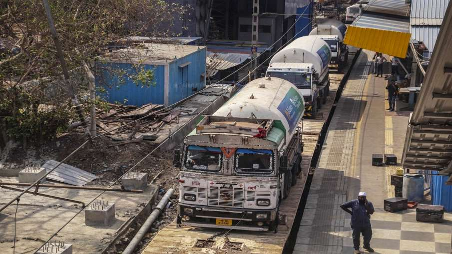 Oxygen express reaches delhi with containers of life saving oxygen दिल्ली पहुंची Oxygen Express, कई - India TV Hindi