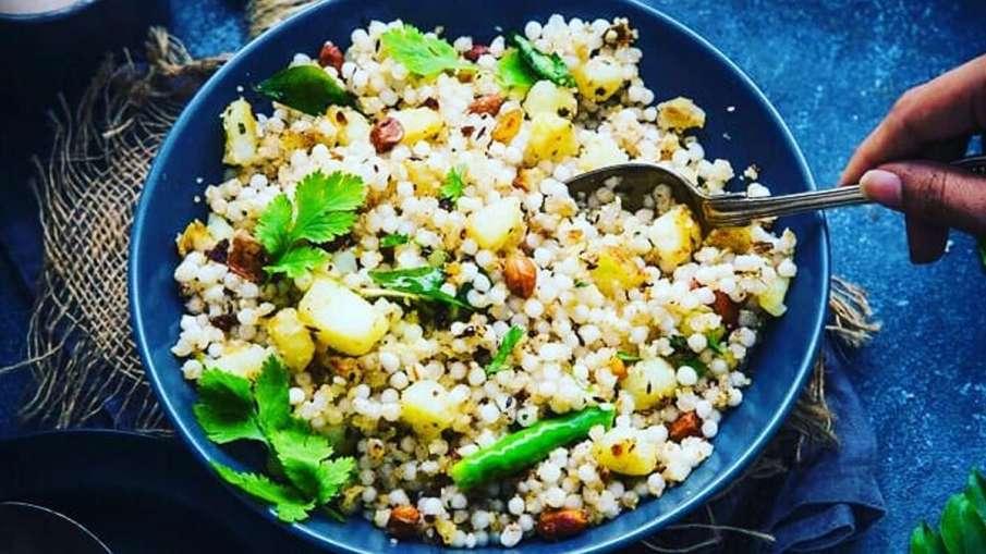 Navratri Vrat Recipe: नवरात्रि के व्रत पर खाएं हेल्दी साबुदाना खिचड़ी, ये रहा बनाने का आसान सा तरीका- India TV Hindi