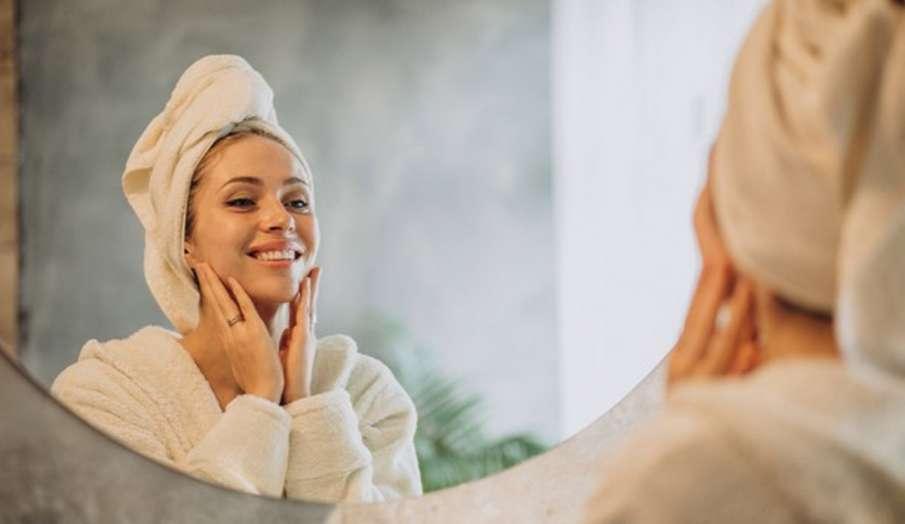 Skincare Routine: ट्राई करें यह नैचुरल एंटी-एजिंग फेस मास्क, झाईयों से निजात पाने के साथ पाएं टाइट स- India TV Hindi