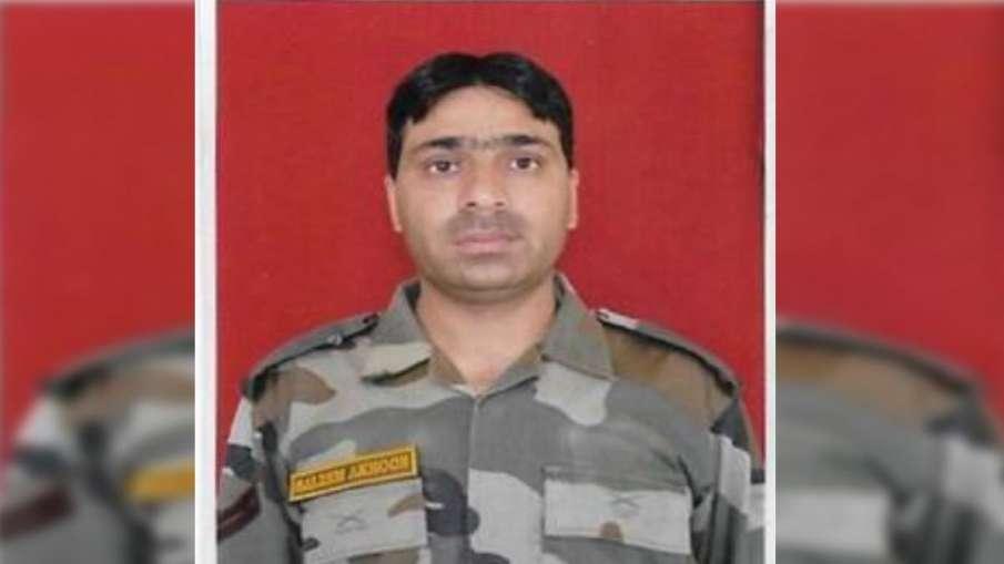 जम्मू कश्मीर के अनंतनाग में आतंकवादियों ने जवान की गोली मार कर हत्या की- India TV Hindi
