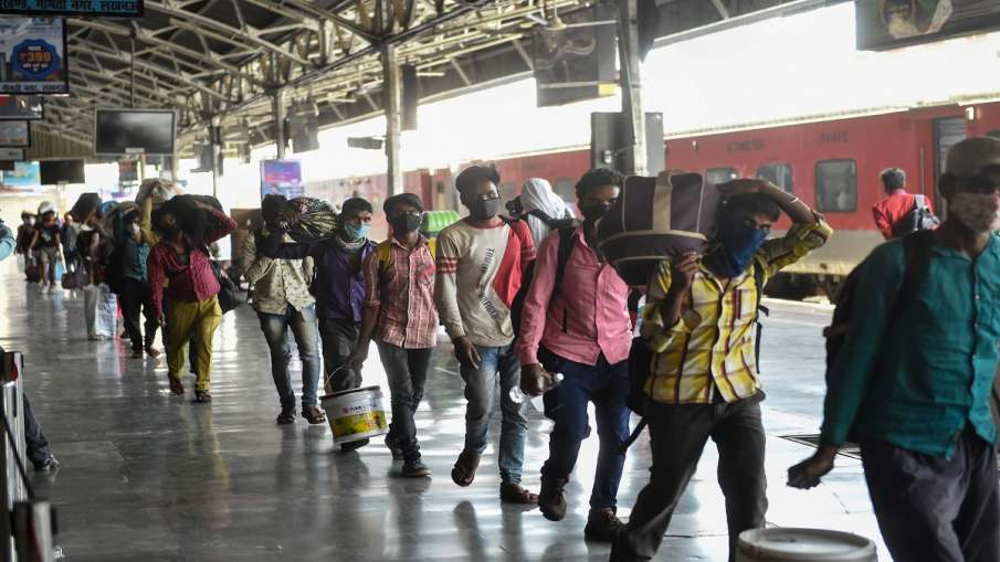 बंद होने वाली हैं पैसेंजर ट्रेनें? Delhi Lockdown के बाद रेलवे ने दी ये अहम जानकारी- India TV Hindi