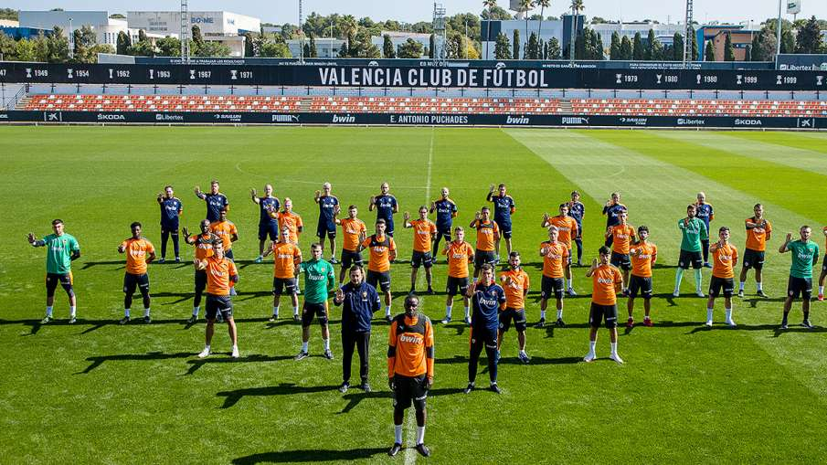 Valencia players off the field after racial remarks - India TV Hindi