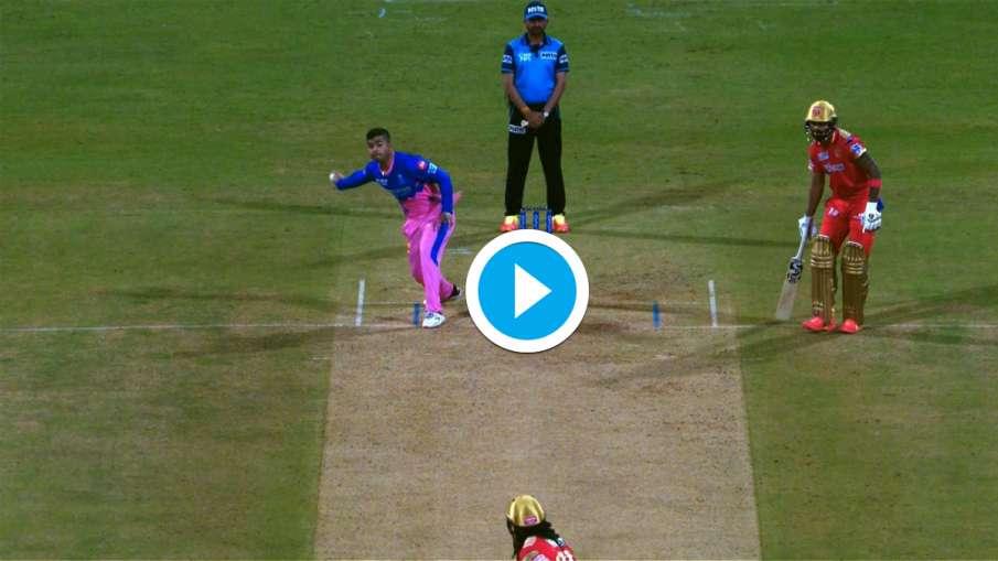 Riyan Parag bowling in the style of Kedar Jadhav, the umpire gave the warning RR vs PBKS- India TV Hindi