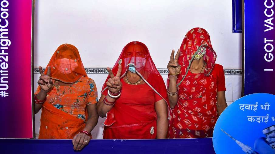 Coronavirus vaccine should be opened for all supreme court petition filed  45 से कम उम्र वालों को भी- India TV Hindi