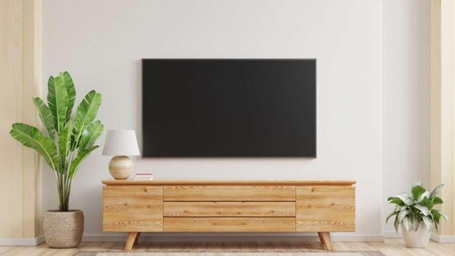 Vastu Tips: ड्राइंग रूम में इस दिशा में रखें अलमारी, टीवी सहित ये चीजें, मिलेगा शुभ फल- India TV Hindi
