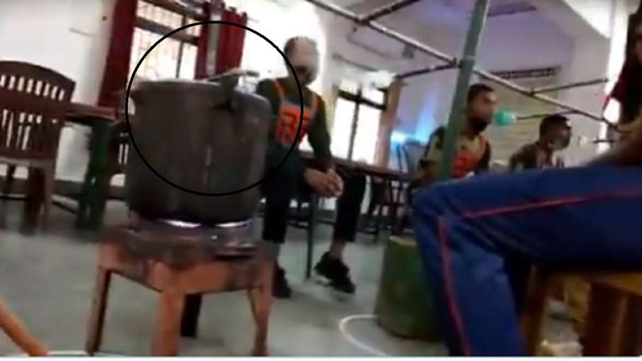 viral video of soilders taking steam- India TV Hindi