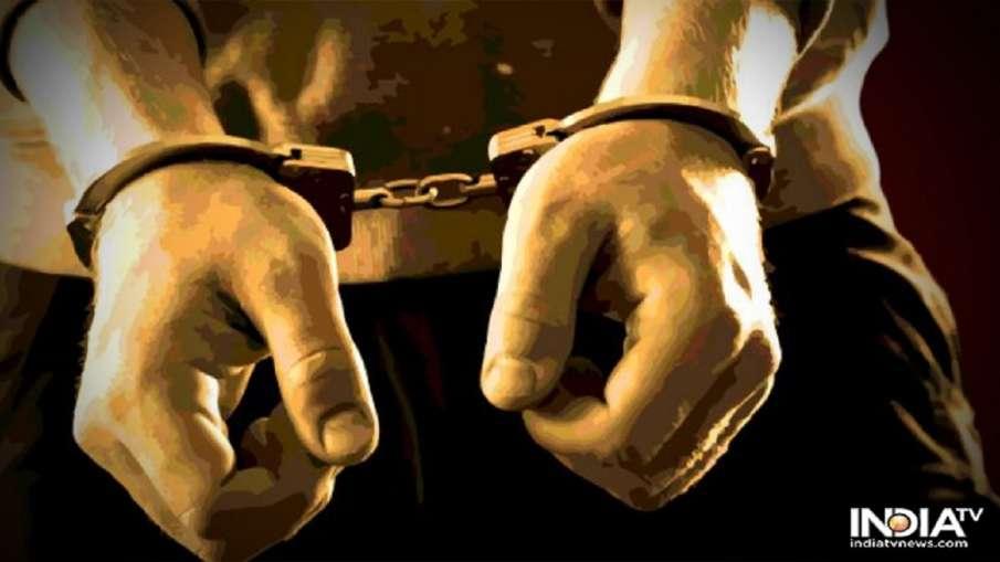 पत्नी को गाड़ी में बैठाकर करता था नशे की सप्लाई, 60 लाख की हेरोइन के साथ पुलिस ने किया गिरफ्तार- India TV Hindi