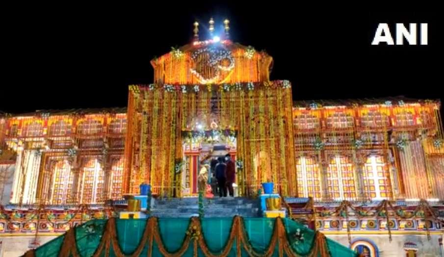 Badrinath Dham: ब्रह्म मुहूर्त में वैदिक मंत्रोच्चारण के साथ खुले बदरीनाथ के कपाट- India TV Hindi