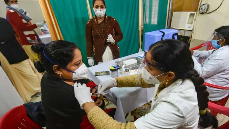दिल्ली में 18 प्लस वाले सोमवार से यहां लगवाएं कोरोना वैक्सीन, देखिए पूरी लिस्ट- India TV Hindi