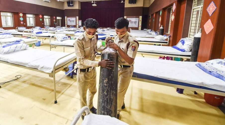 Delhi hospitals scamper to refill oxygen stocks amid acute shortage- India TV Hindi