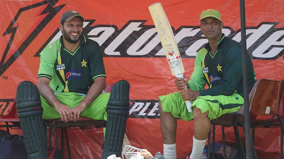 When Shoaib Akhtar made this fellow player's thigh red with an angry bat Shahid Afridi revealed - India TV Hindi