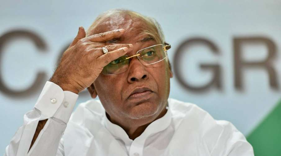 Mallikarjun Kharge urges PM to convene all-party meeting to collectively tackle COVID- India TV Hindi