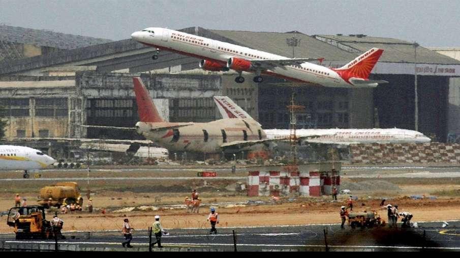 मुंबई हवाईअड्डे पर 11 घंटे के निलंबन बाद उड़ानों का परिचालन शुरू- India TV Hindi