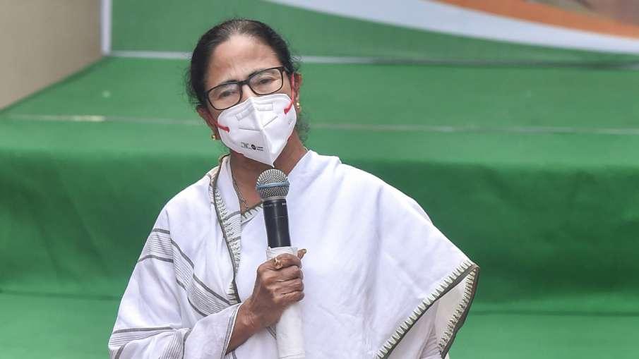बंगाल हिंसा: ममता बनर्जी ने शीर्ष अधिकारियों के साथ की बैठक, PM ने राज्यपाल से की बात- India TV Hindi