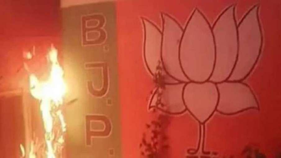 केंद्र ने बंगाल सरकार की दे चेतावनी, हिंसा पर रिपोर्ट नहीं दी तो गंभीरता से लेंगे मामला- India TV Hindi