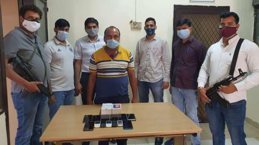 भाई और भाभी पुलिस में हैं, पिता सरकारी टीचर थे...फिर भी 300 से ज्यादा लोगों को ठगा- India TV Hindi