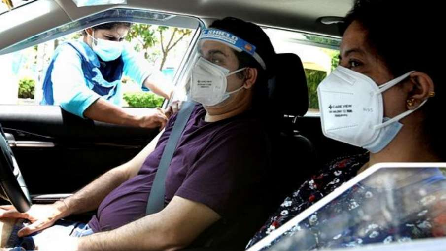 COVID-19: Noida starts UPs first drive-through vaccination for 45+- India TV Hindi
