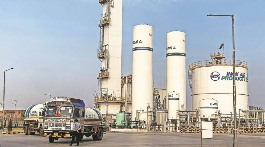 Supply 700 MT oxygen to Delhi daily, don't make us to go firm, SC tells Centre- India TV Hindi