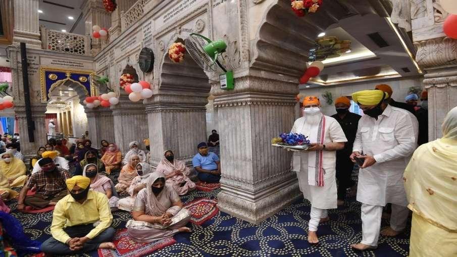 Prime Minister Narendra Modi visited Gurudwara Sis Ganj Sahib in Delhi  अचानक शीशगंज गुरुद्वारे पहुं- India TV Hindi